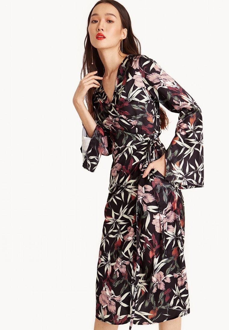 ... Chiyo Floral Midi Dress Pomelo Wrap Black PZ0fRx ... cb4d7eafd