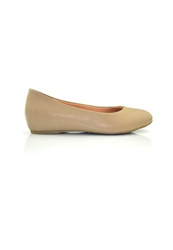 SHINE beige Round Toe Pumps With Hidden Heels SH554SH0GNWYSG_1