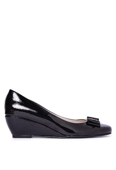 YSSA black patent closed rounded 1.5-inch wedge with ribbon