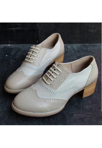 Sunnydaysweety white and beige Women Retro Hand-made  Leather High-heeled Oxford Shoes C06225 SU443SH54CEZHK_1