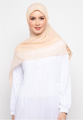 KASHKHA brown Hijab Square Poly Corner with Stone By Kashkha/A18SHBAHJBKGR3066-Light Brown B31FBAA6C6A5A4GS_1