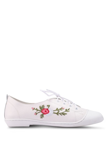 prettyFIT white Embroidery Lace Up Plimsolls 51730SH562B815GS_1