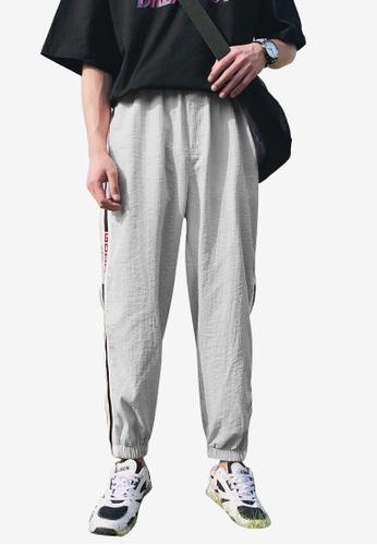 hk-ehunter grey Men Mid Rise Side Stripe Sport Cropped Pants A09BBAA62F3BB2GS_1