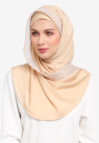 Ilham Echenta for ZALORA brown Organza Lining Aulia Satin Hijab IL554AA0SY2RMY_1