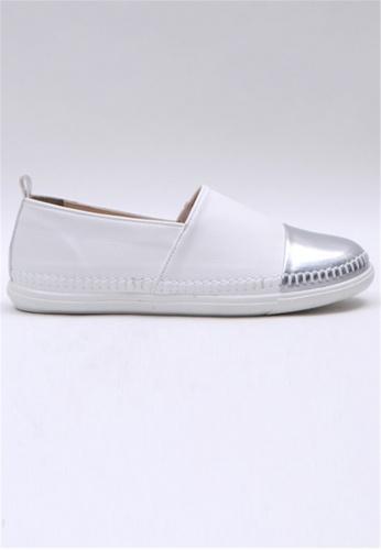 Crystal Korea Fashion 白色 韓國製舒適平底輕巧休閒鞋 1865FSH8C53B22GS_1