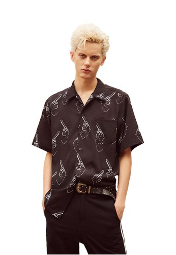 17SS手槍圖案黑色襯衫,esprit hk store 服飾, 上衣