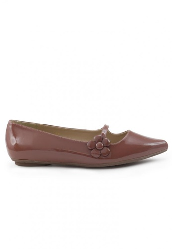 Shu Talk brown Patent Pointed Toe Flats With Floral Straps SH397SH0FPKASG_1