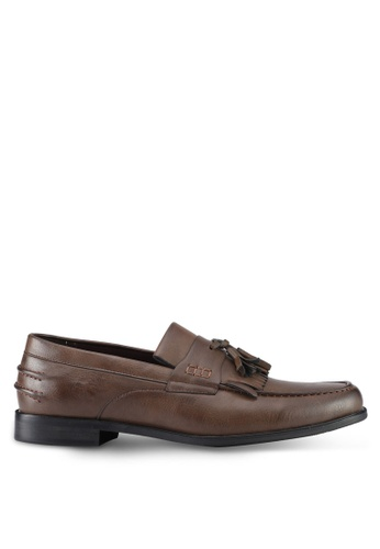ZALORA brown Faux Leather Slip On Dress Shoes with Tassels 4C0BESHB9A7E8DGS_1