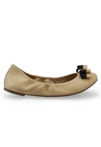 Shu Talk beige Nappa Round Toe Ballet Flats With Bow SH397SH0FPIASG_1
