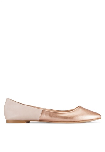 ZALORA gold and beige Basic Two Tone Ballerinas 906CFSHCE08AA9GS_1
